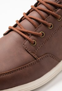 Pier One - Trainers - cognac