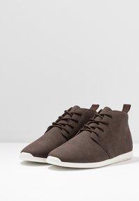 Pier One - Volnočasové šněrovací boty - dark brown - 2