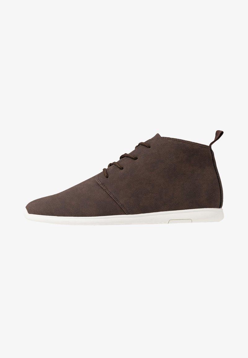 Pier One - Sznurowane obuwie sportowe - dark brown