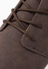 Pier One - Volnočasové šněrovací boty - dark brown - 5