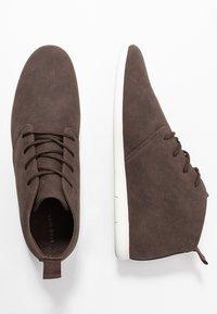 Pier One - Volnočasové šněrovací boty - dark brown - 1
