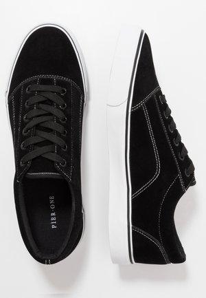 Tenisky - black