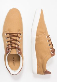 Pier One - Trainers - yellow - 1