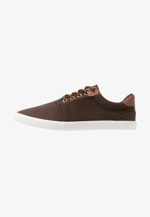 UNISEX - Sneakersy niskie - brown