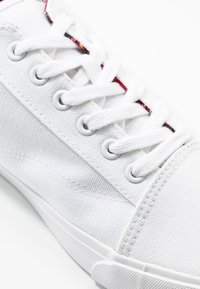 Pier One - Sneakersy niskie - white - 5