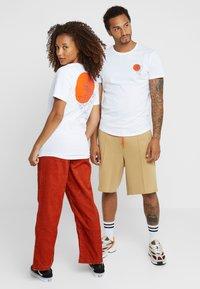 Pier One - UNISEX - Print T-shirt - white - 2