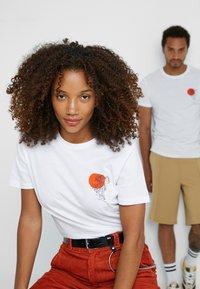 Pier One - UNISEX - Print T-shirt - white - 4
