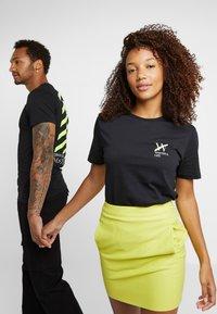 Pier One - UNISEX - T-shirt med print - black - 0