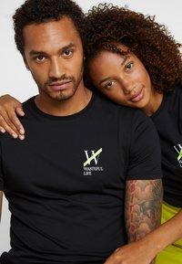 Pier One - UNISEX - T-shirt med print - black - 4