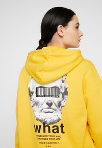 Pier One - UNISEX - Bluza z kapturem - yellow - 6