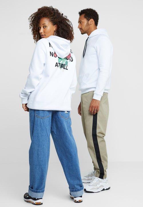 gorąca wyprzedaż w 2019 roku Pier One UNISEX - Bluza z kapturem - white Odzież Damska YXVE-FL5