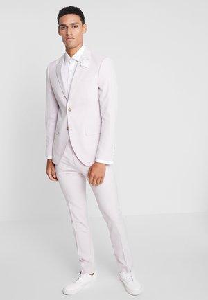 Kostuum - pink