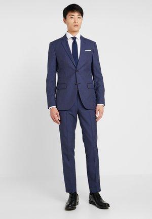 Oblek - light blue