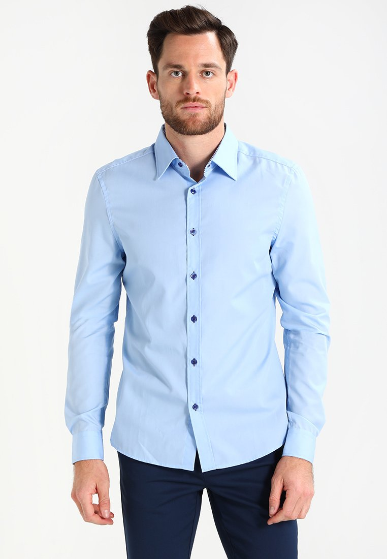 Pier One - CONTRAST BUTTON SLIMFIT - Camicia - light blue/blue