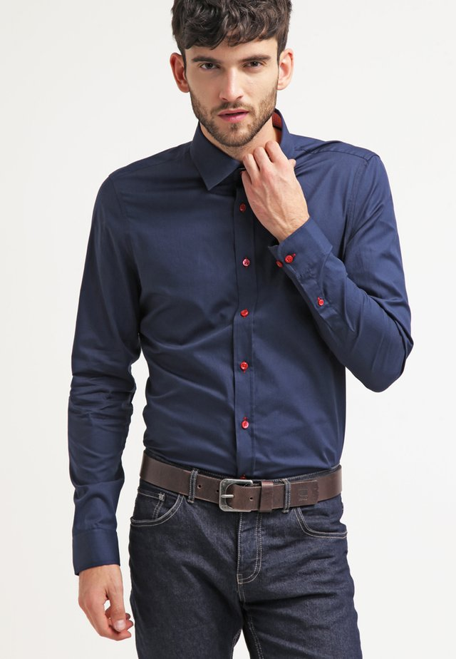 CONTRAST BUTTON SLIMFIT - Shirt - dark blue/red