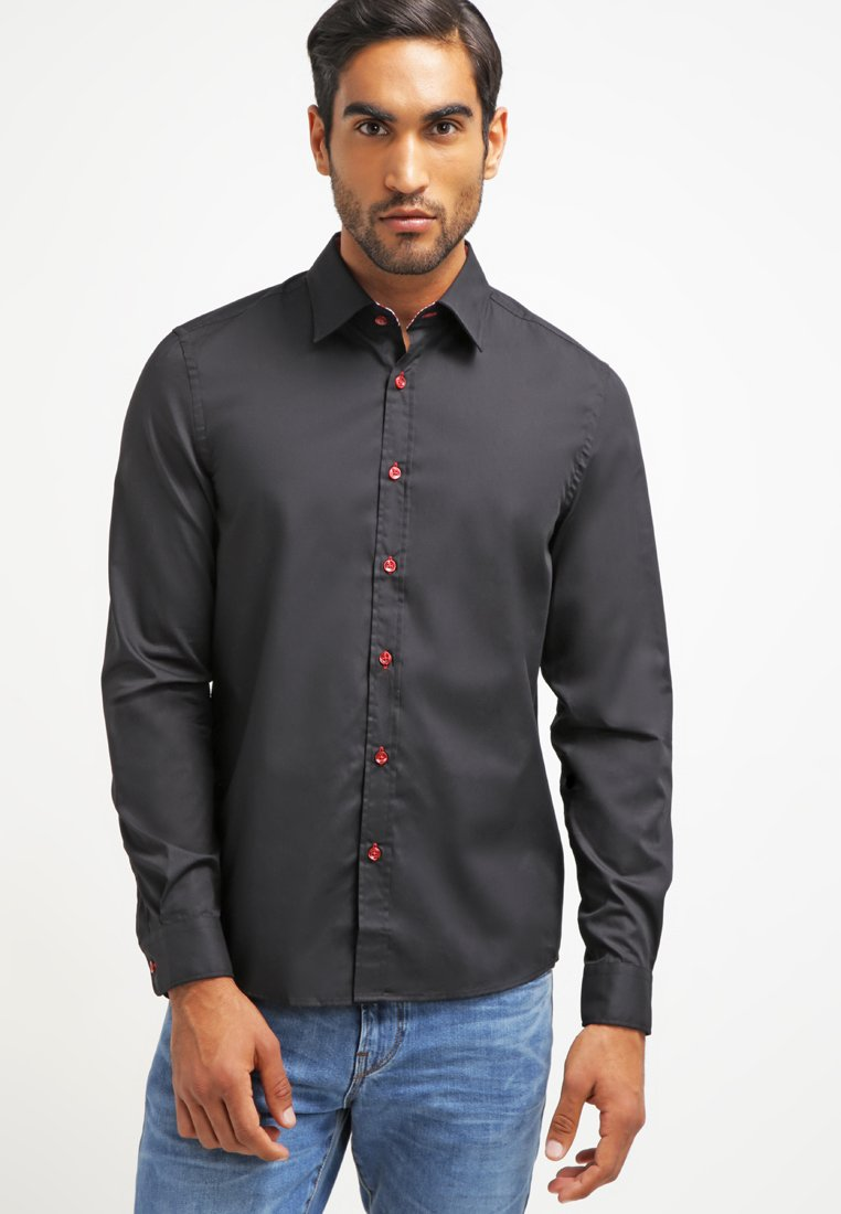 Pier One - CONTRAST BUTTON SLIMFIT - Camisa - black/red
