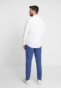 Pier One - 2 PACK - Formální košile - white - 2