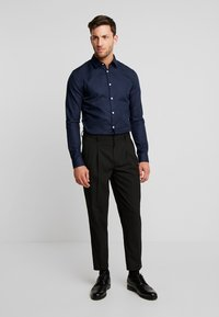Pier One - Koszula biznesowa - dark blue - 1