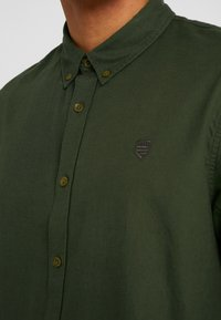 Pier One - Shirt - oliv - 4