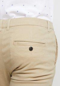 Pier One - Pantalones chinos - beige - 3