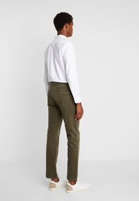 Pier One - Trousers -  oliv - 2