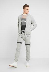 Pier One - Teplákové kalhoty - mottled grey - 1