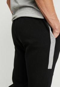 Pier One - Pantalones deportivos - black - 5