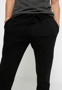 Pier One - Pantalones deportivos - black - 3