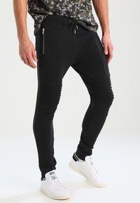 Pier One - BIKER JOGGER - Pantalon de survêtement - black - 0