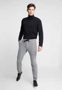 Pier One - Tracksuit bottoms - grey - 3