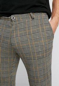 Pier One - Spodnie materiałowe - black/yellow - 4