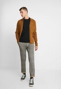 Pier One - Spodnie materiałowe - black/yellow - 1