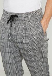Pier One - SMART JOGGER - Teplákové kalhoty - grey - 4