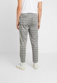 Pier One - SMART JOGGER - Teplákové kalhoty - grey - 2