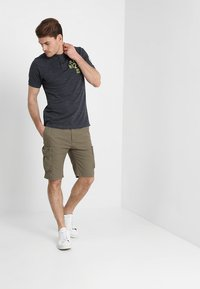 Pier One - Shorts - oliv - 1