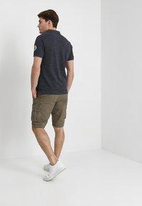 Pier One - Shorts - oliv - 2