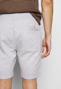 Pier One - Spodnie treningowe -  light grey /black - 5