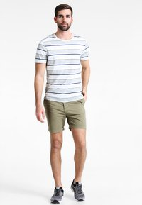 Pier One - Shorts - olive - 1