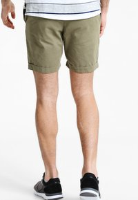 Pier One - Shorts - olive - 2