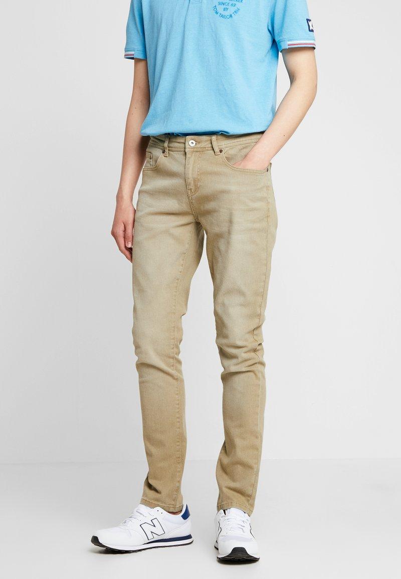 Pier One - COLOURED BARON - Jeans Slim Fit - camel