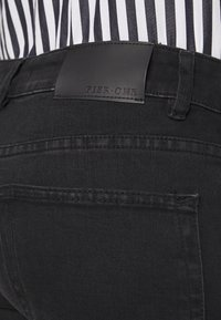 Pier One - Slim fit jeans - black denim - 5