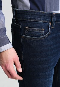 Pier One - BASIC - Jeans straight leg - dark blue denim - 3