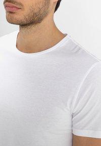 Pier One - Basic T-shirt - white - 5