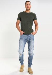 Pier One - T-shirt basique - khaki - 1