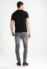 Pier One - Camiseta básica - black - 2
