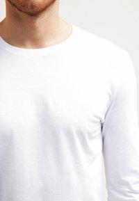 Pier One - T-shirt à manches longues - white - 3