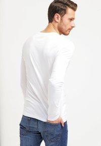 Pier One - T-shirt à manches longues - white - 2