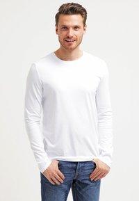 Pier One - T-shirt à manches longues - white - 0