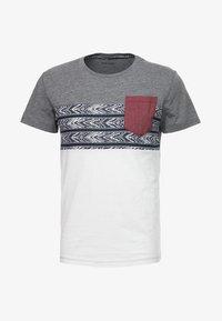 Pier One - Camiseta estampada - white - 3