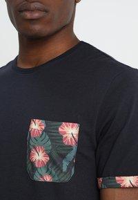 Pier One - Print T-shirt - dark blue - 4